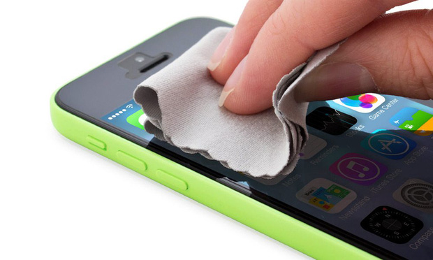 clean-iphone-natural